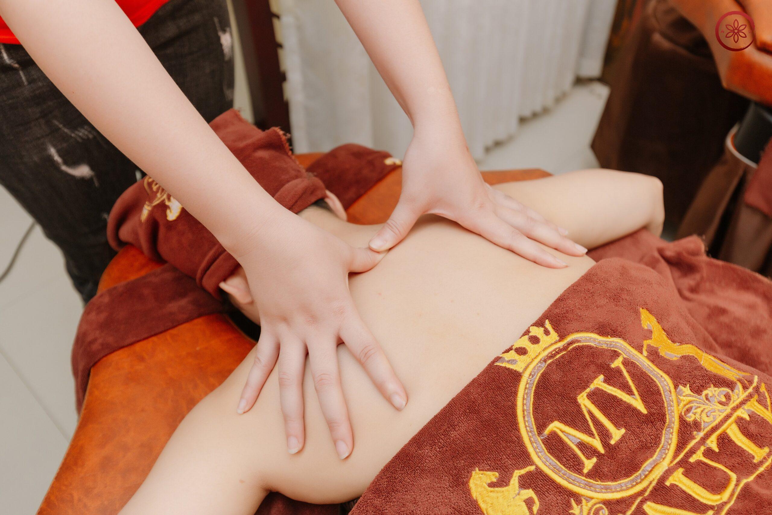 massage dưỡng sinh toàn thân